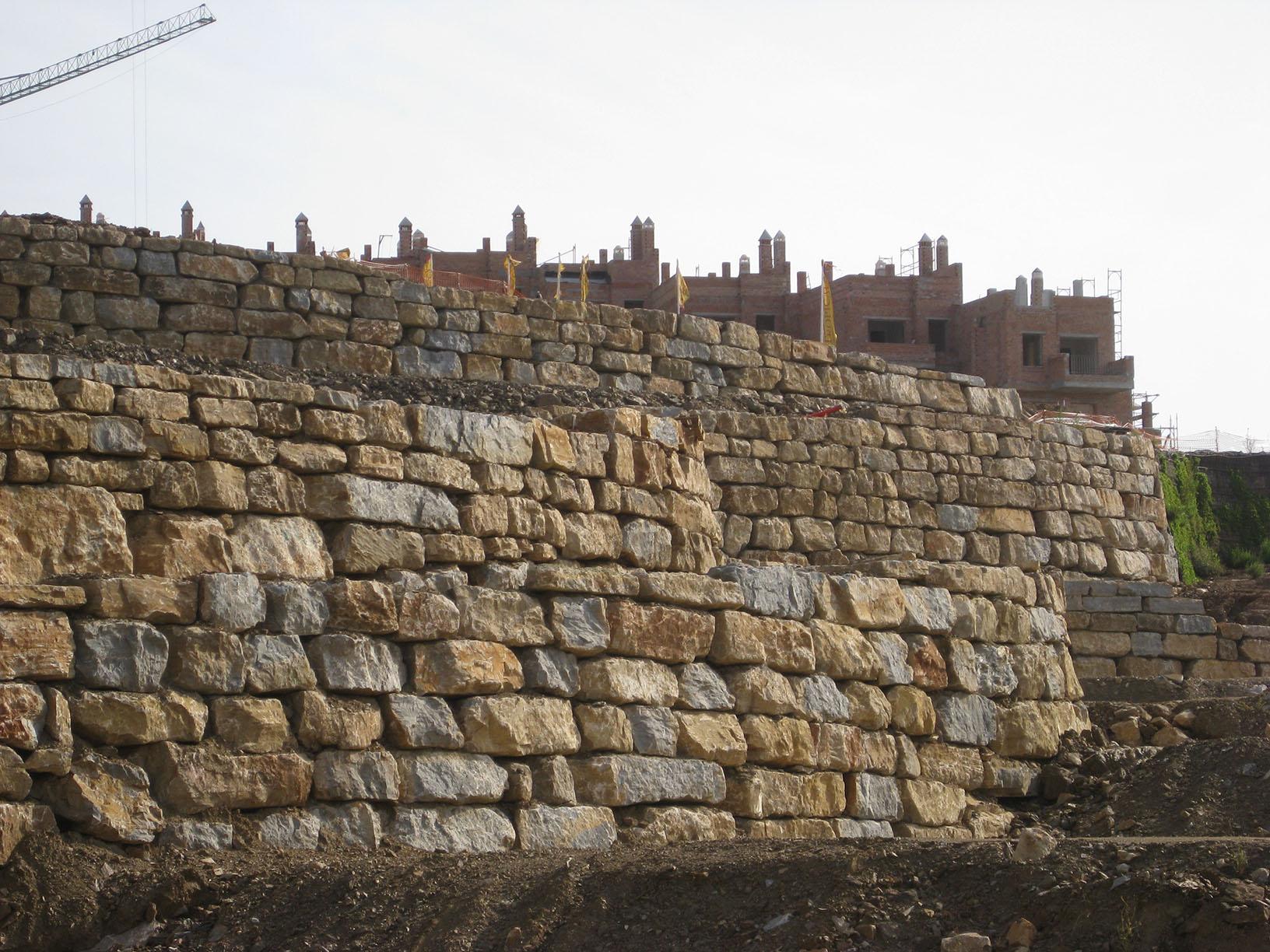 Muro de piedras great piedra vieja con junta seca with - Muros de piedra ...